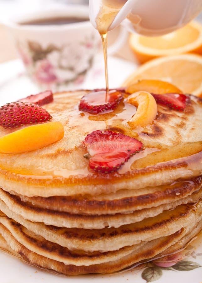Pancake con sciroppo d'acero fotografia stock