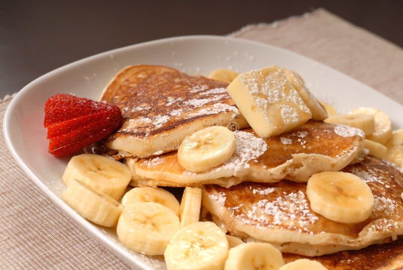 Pancake della banana con sciroppo fotografia stock libera da diritti