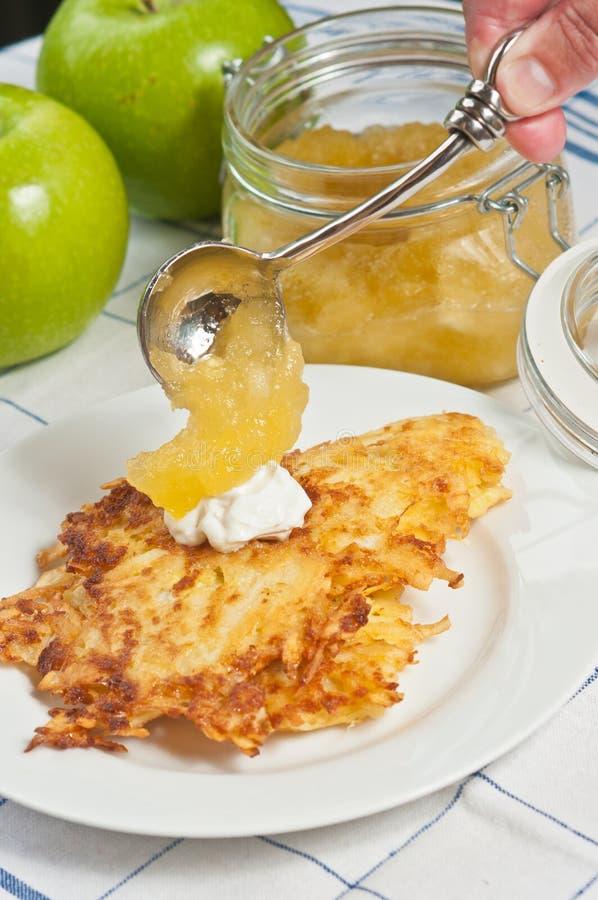 Pancake di patata al forno, fresco, organico fotografia stock