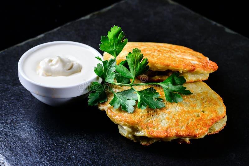 Pancake di patata nazionali del piatto fotografia stock libera da diritti