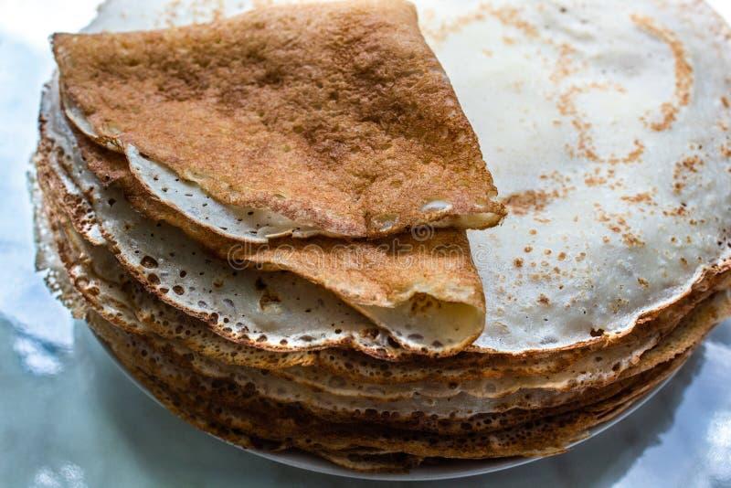 Pancake fritti Fine in su Copi lo spazio fotografie stock libere da diritti
