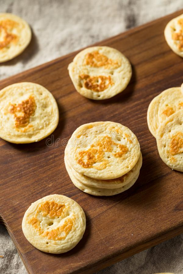 Pancake russi casalinghi del Blini del cocktail fotografie stock