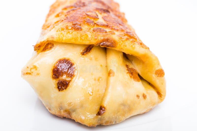 Pancake russo farcito con il pollo immagini stock
