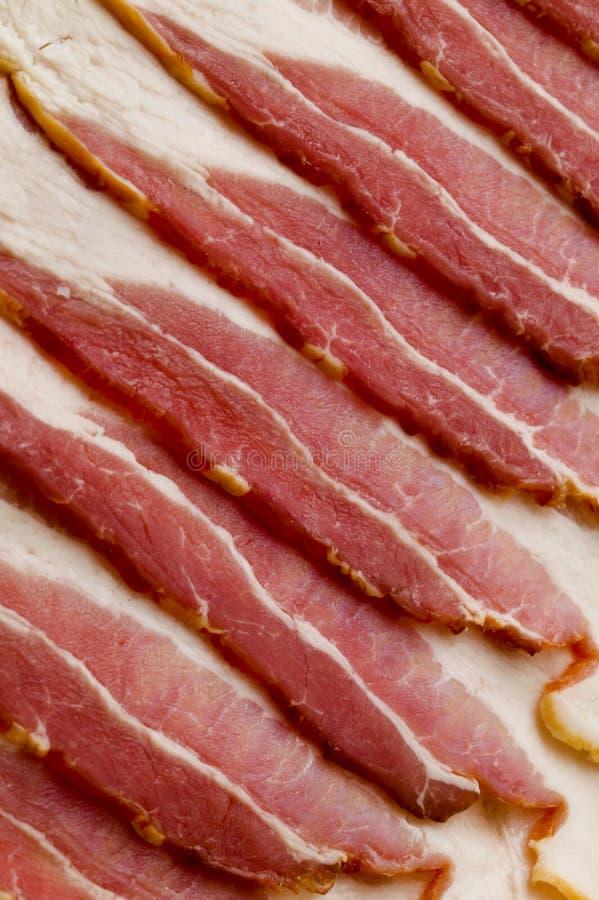 Pancetta affumicata cruda fotografie stock libere da diritti
