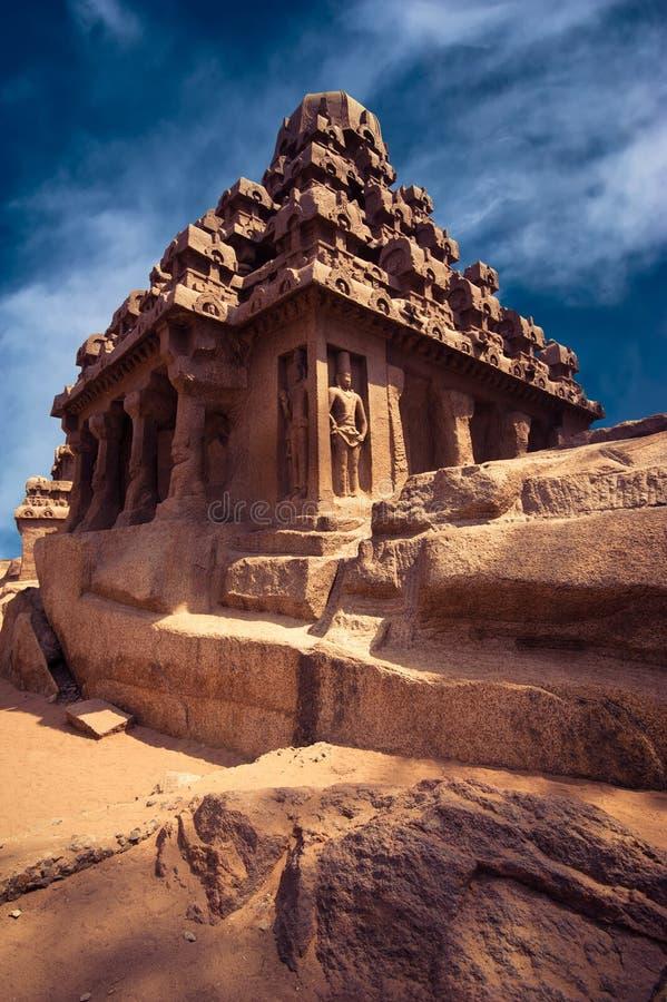 Panch Rathas monolitisk hinduisk tempel. Indien arkivfoton