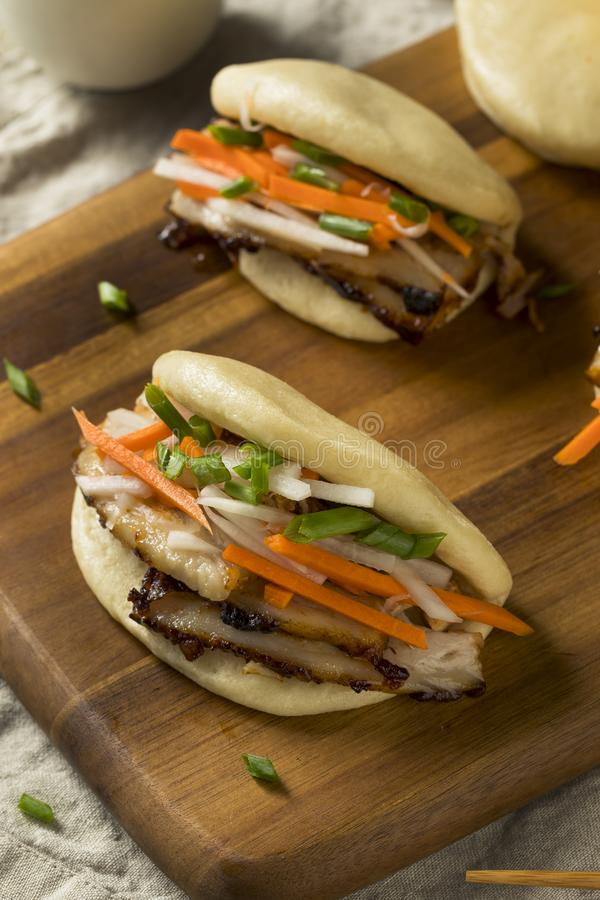Pancia di carne di maiale cotta a vapore casalinga Bao Buns fotografie stock