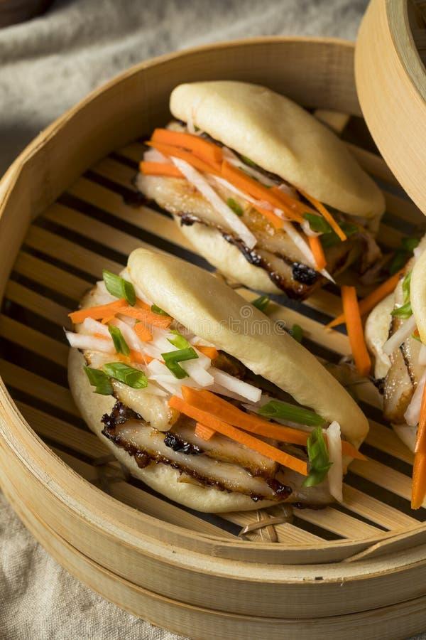 Pancia di carne di maiale cotta a vapore casalinga Bao Buns fotografia stock