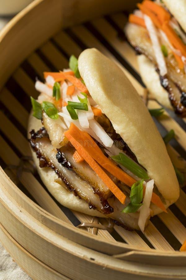 Pancia di carne di maiale cotta a vapore casalinga Bao Buns immagine stock