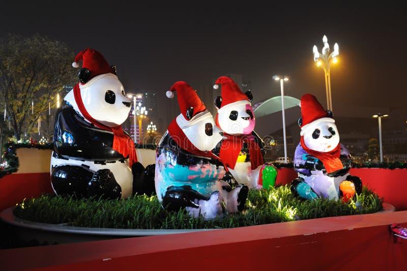 Panda con i cappelli di Natale fotografia stock