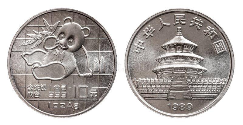A panda de China 10 a moeda de prata de dez yuan onça de prata fina de 1 onça 999 minted 1989 isolada no fundo branco imagens de stock royalty free