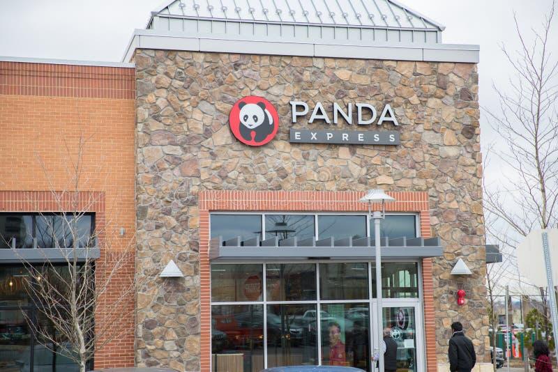 Panda Express es uno de los operadores más grandes del ` s de América que ofrecen la comida china fresca y rápida imágenes de archivo libres de regalías
