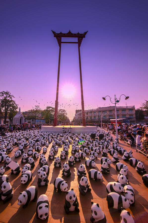 1600 Panda-Welttournee durch WWF am riesigen Schwingen, Bangkok lizenzfreie stockfotografie