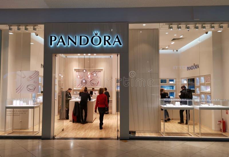 Pandora κατάστημα κοσμήματος στη λεωφόρο στοκ φωτογραφία με δικαίωμα ελεύθερης χρήσης