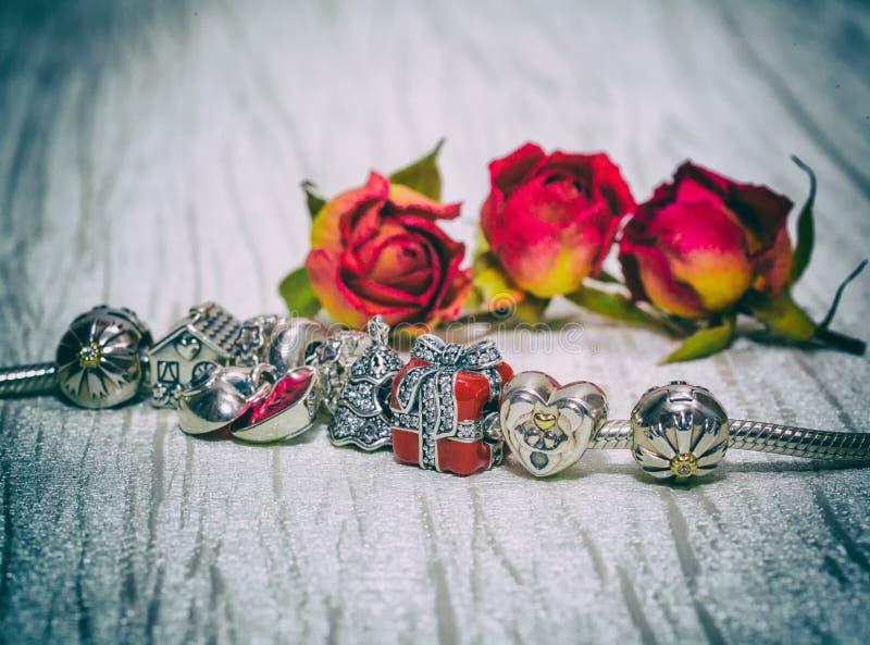 Pandora Bracelet smycken, retro stil arkivfoto
