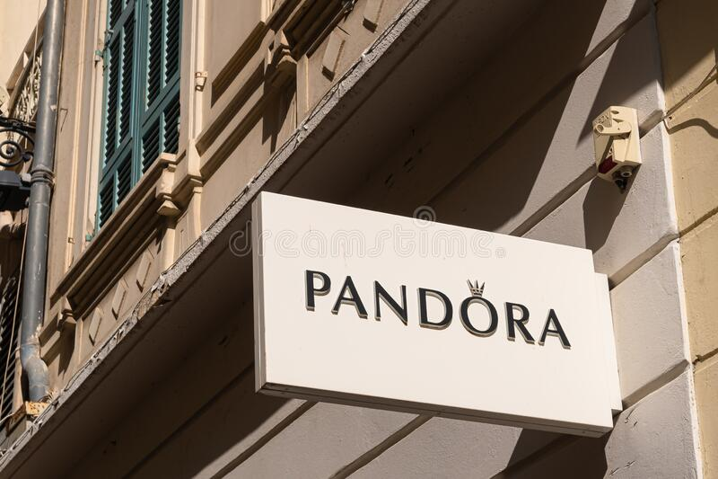 394 Pandora Jewelry Photos - Free & Royalty-Free Stock Photos from ...