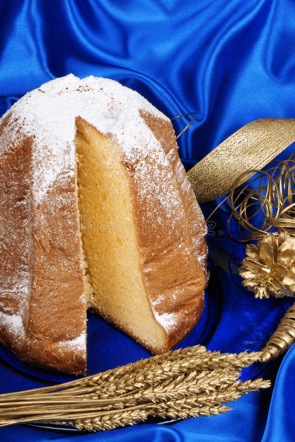 Download Pandoro The Christmas Cake Royalty Free Stock Photo - Image: 21977775