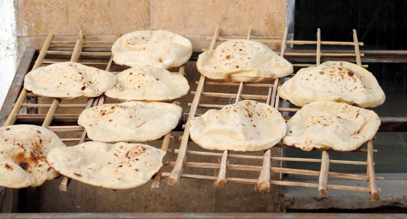 Pane arabo di recente al forno forno nell'Egitto fotografia stock libera da diritti