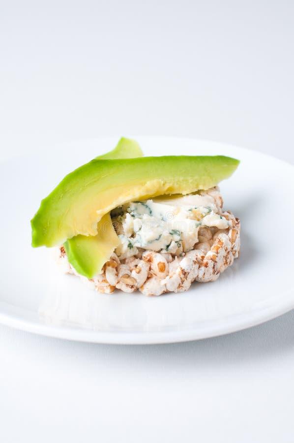 Pane con formaggio e l'avocado fotografie stock