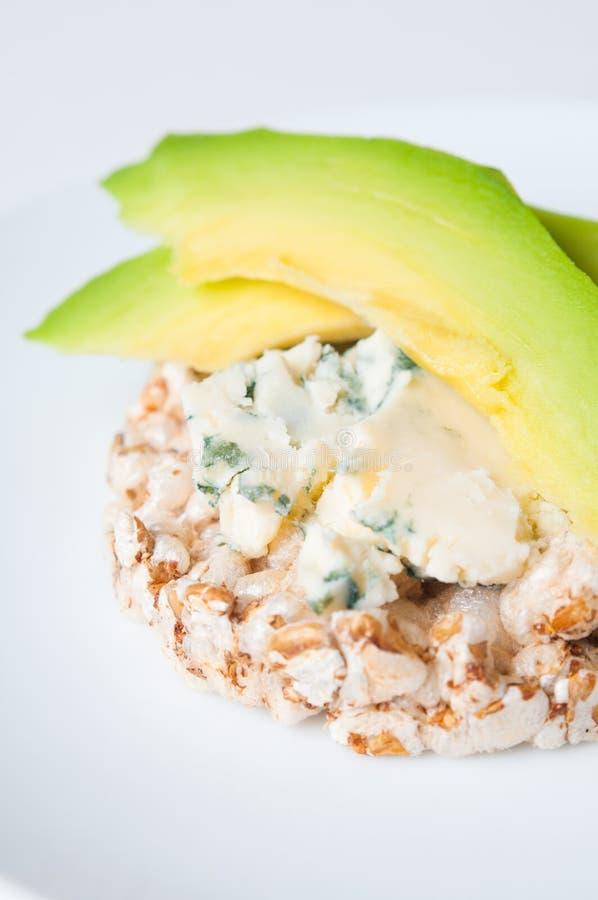 Pane con formaggio e l'avocado immagini stock libere da diritti