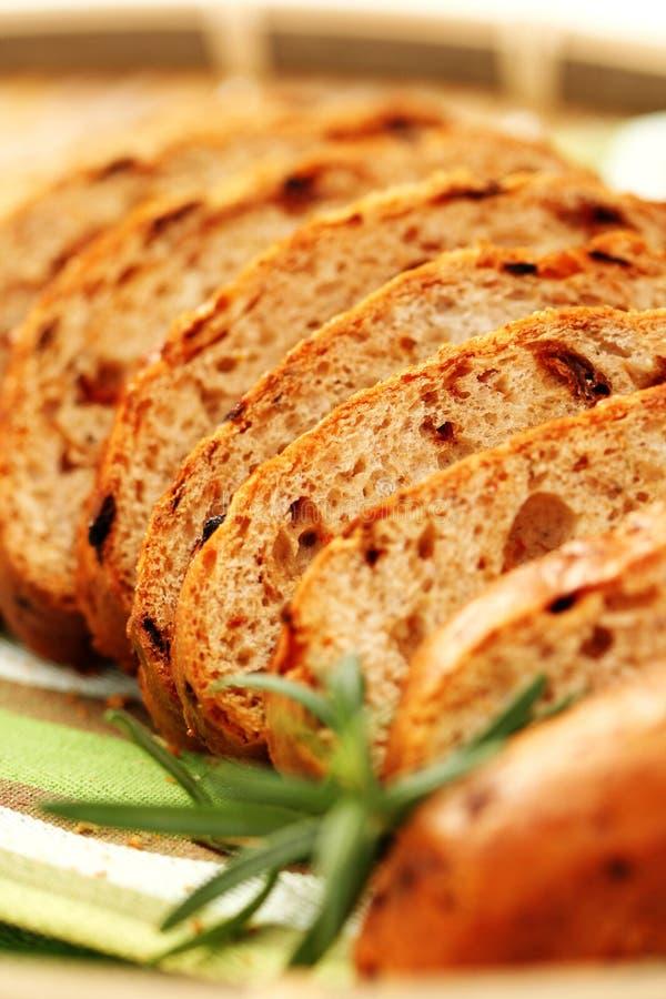 Pane con i pomodori asciutti immagine stock