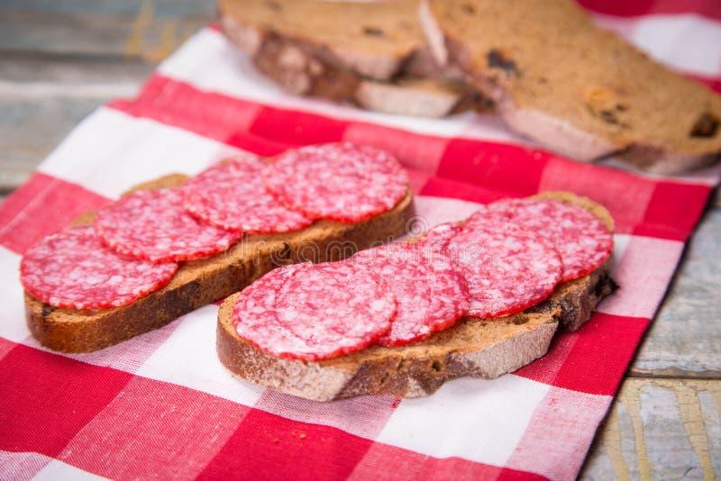 Pane con la salsiccia fotografia stock
