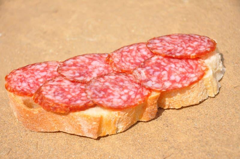 Pane con salame fotografie stock