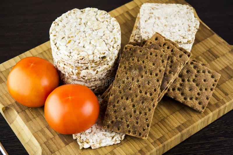 Pane croccante e pomodori immagini stock