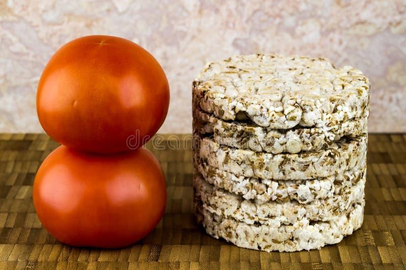 Pane croccante e pomodori immagini stock libere da diritti