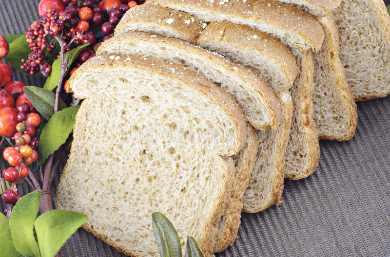 Pane della pagnotta del grano intero fotografia stock