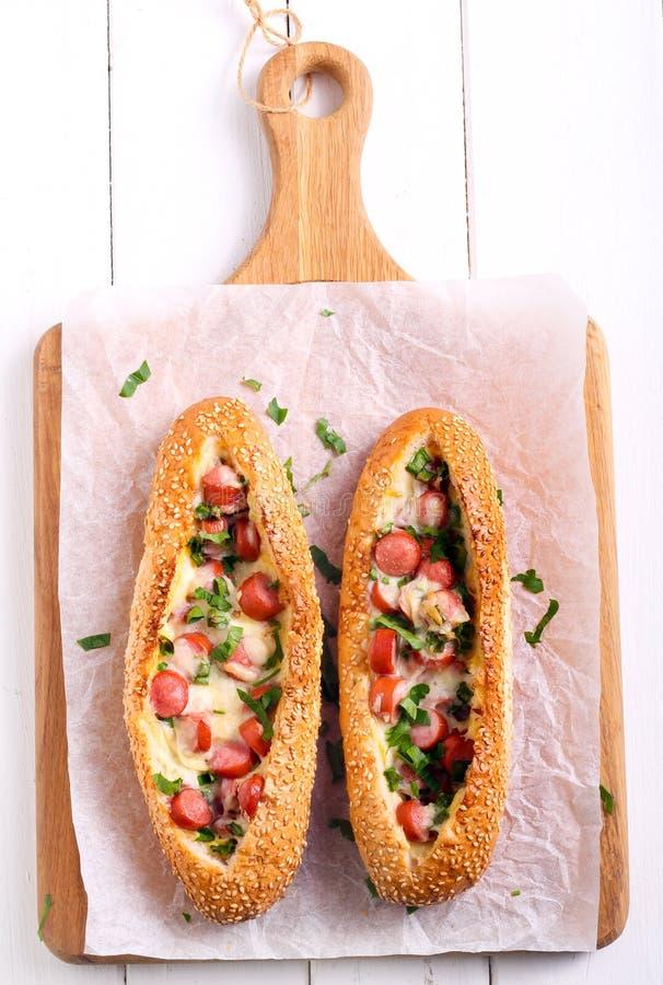 Pane della prima colazione della salsiccia, dell'uovo e del formaggio fotografia stock libera da diritti