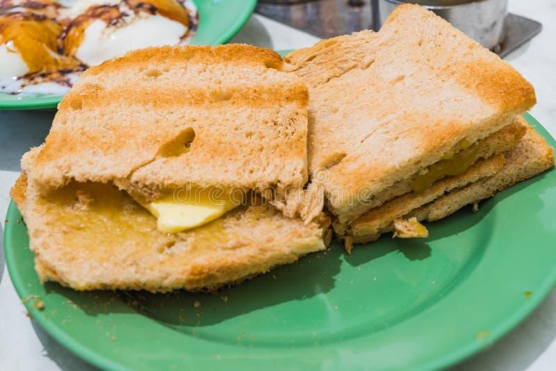 Pane della prima colazione Kaya Toast, del caffè di Singapore ed uovo Mezzo bollito immagini stock libere da diritti