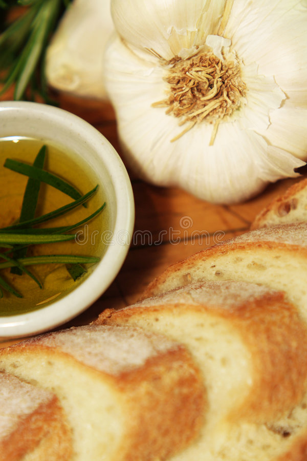 Pane di aglio & olio di rosmarino potato immagini stock libere da diritti