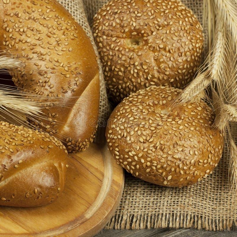 Pane e panini tradizionali al forno freschi immagine stock