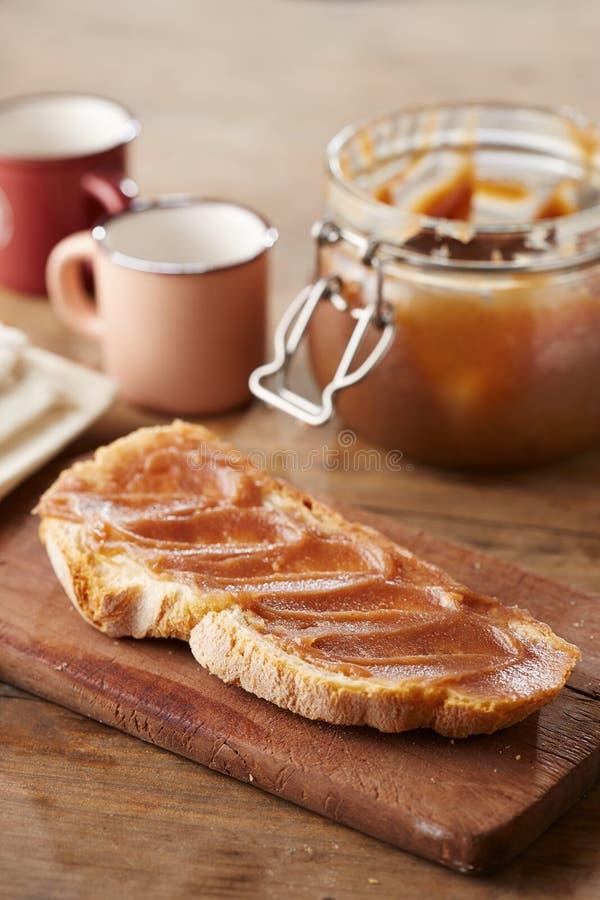 Pane tostato con creme de marrons fotografia stock libera da diritti