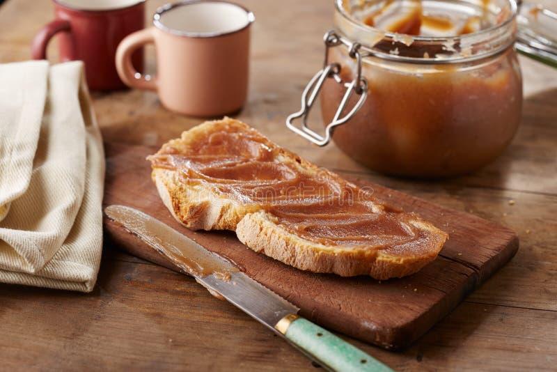 Pane tostato con creme de marrons fotografie stock libere da diritti
