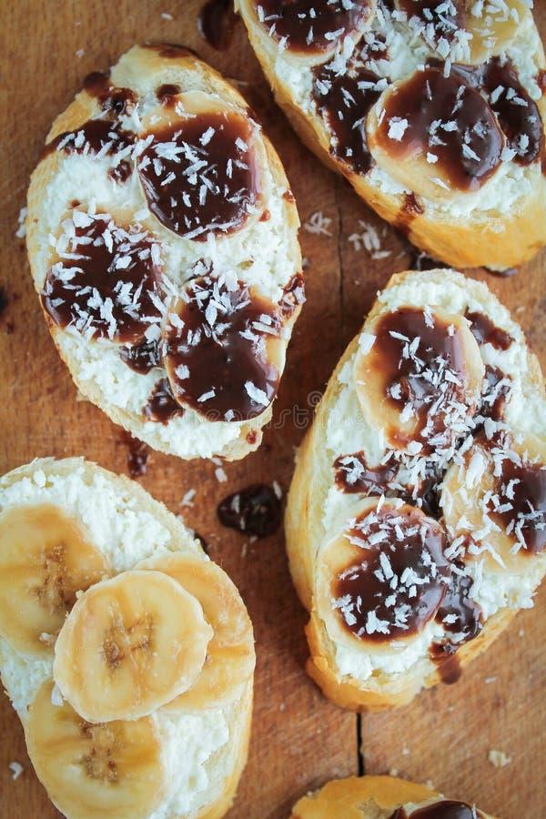 Pane tostato dolce con la banana fotografie stock libere da diritti
