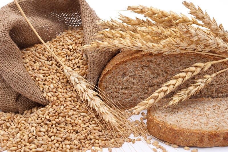 Pane um saco com trigo e orelhas imagens de stock