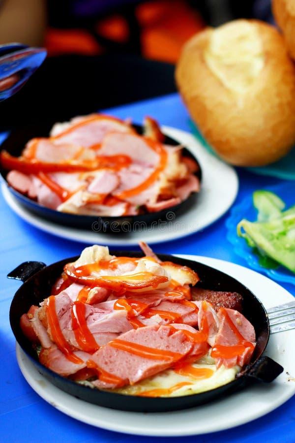 Pane vietnamita con bacon in pentola immagini stock libere da diritti