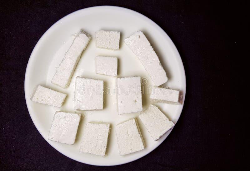 Paneer kawałki w biel talerzu zdjęcie stock