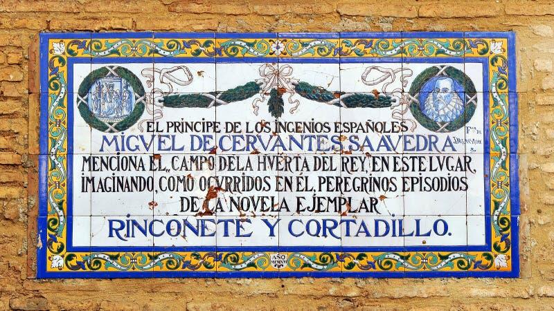 Panel av tegelplattor av vördnad till den universella författaren Miguel de Cervantes, Seville, Spanien royaltyfri fotografi