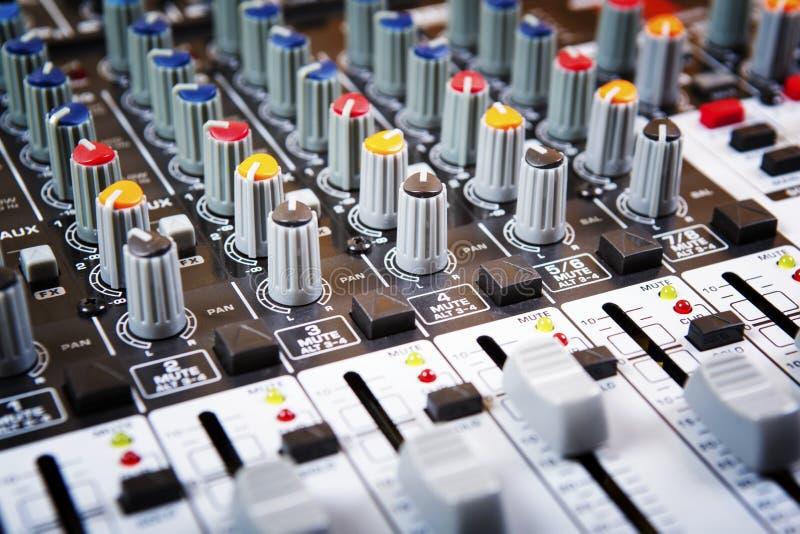 Panel de control del mezclador sano de la música fotos de archivo