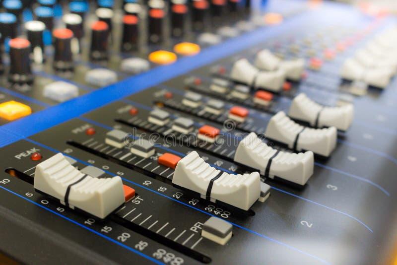 Panel de control del mezclador de sonidos imagen de archivo libre de regalías