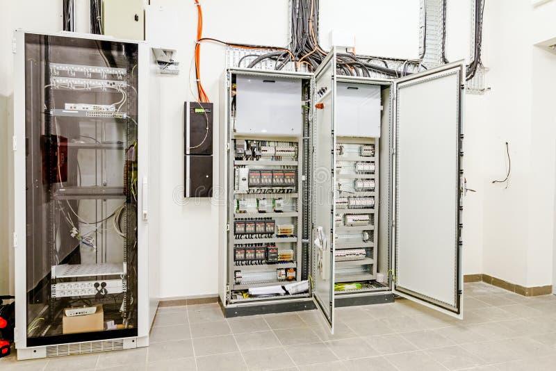 Panel de control eléctrico en caja del fusible de la distribución imagen de archivo