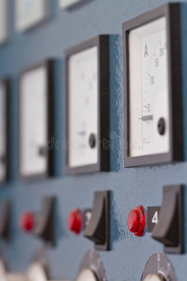 Panel de control en la fábrica fotos de archivo