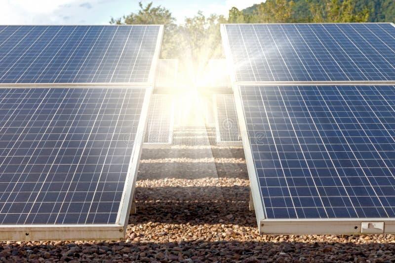 Panel för sol- cell med starkt ljus arkivbild