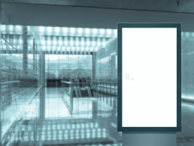 Panel f?r tom vit sk?rm f?r Digital massmedia modern, skylt f?r annonseringdesign i airpost, galleri Modell fotografering för bildbyråer