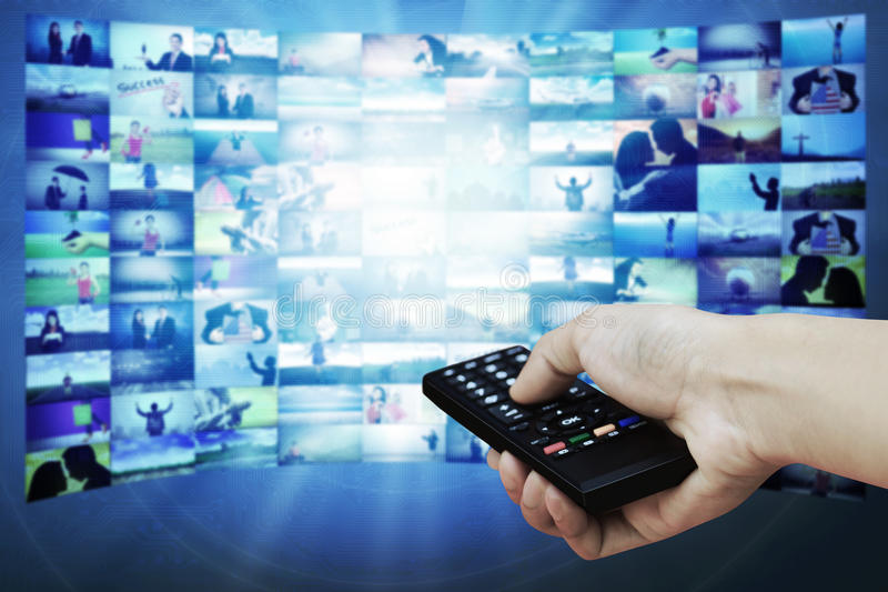 Panel LCD grande con imágenes de la corriente de la televisión imagen de archivo libre de regalías