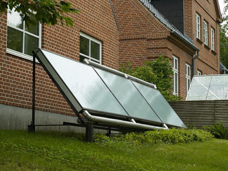 Panel słoneczny dla zieleni, ekologicznie życzliwa energia obrazy stock