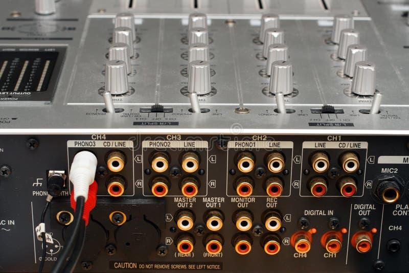 Panel trasero con los socketes del mezclador de la música de DJ fotos de archivo libres de regalías