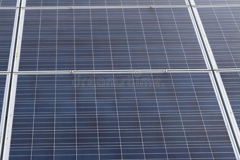 Panelen van de detail de echte elektriciteit bij zonnepost stock fotografie